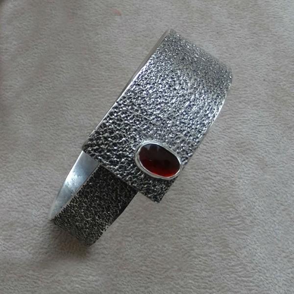 Βραχιόλι ασήμι 925 χειροποίητο σφυρήλατο ημιπολύτιμη πέτρα γρανάτης