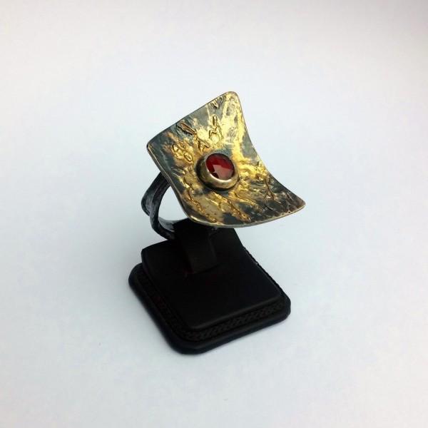 Δαχτυλίδι 18Κ χρυσό χειροποίητο με ασήμι 925 οξειδωμένο